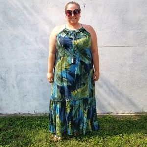 Dresses & Skirts - Tropical print halter top maxi dress